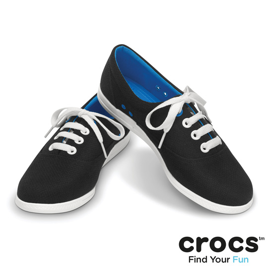 【Crocs】女 樂泊繫帶帆布鞋 (黑色