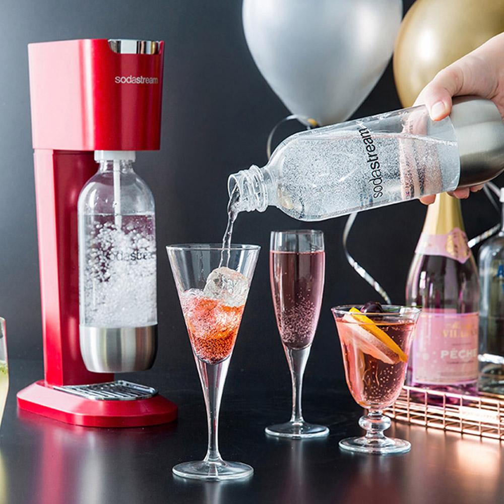 Sodastream 金屬風氣泡水機-紅_福利網獨享 加碼送好好帶水瓶x1(款式隨機)