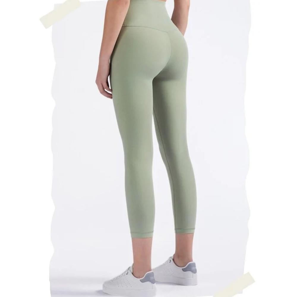 (買就送 發光跳繩)RAY FAIR 高腰無痕七分瑜珈褲(多色可選)_鼠尾草綠M