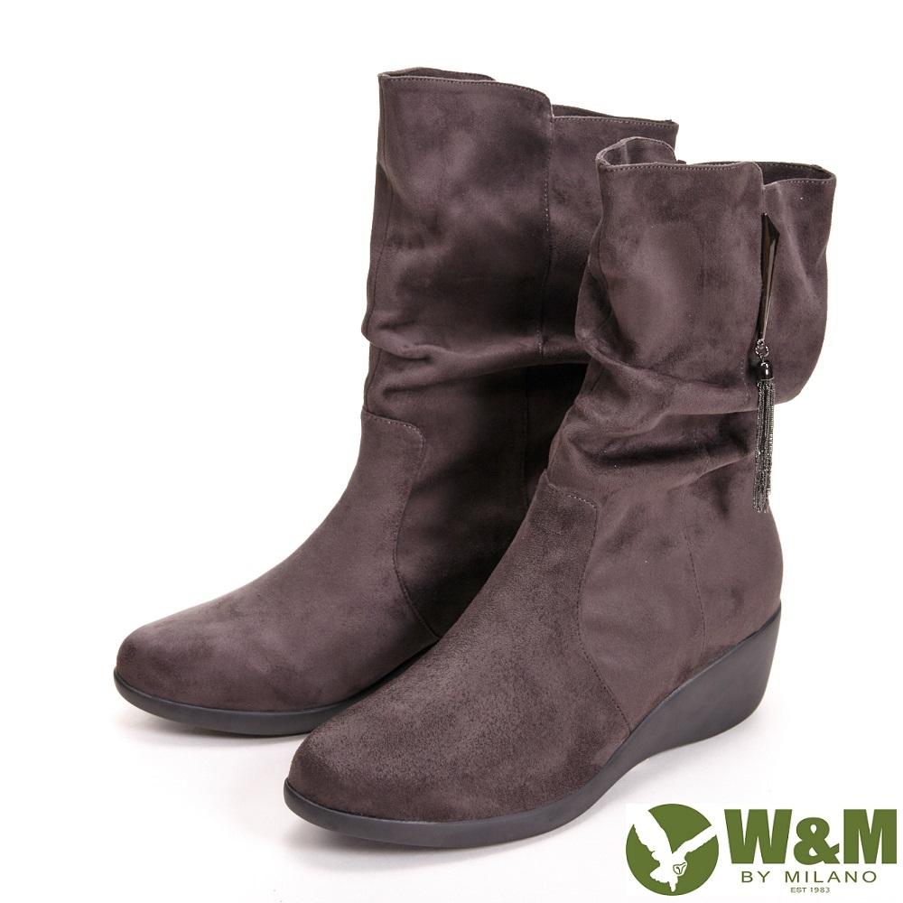 【W&M】時尚流蘇鍊造型抓皺休閒中筒 女靴-灰咖(另有黑)