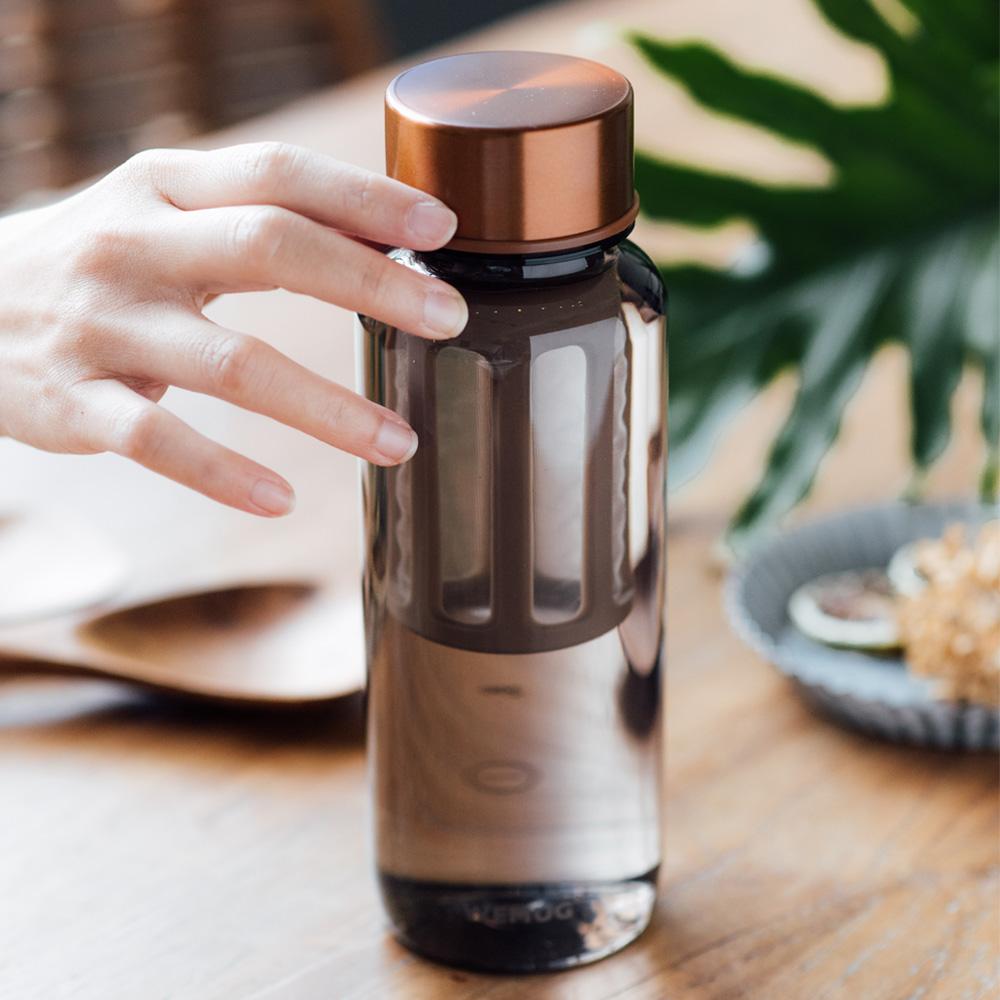 【WEMUG】大容量仿玻璃質感水瓶 銅蓋系列(Tritan水壺/耐熱水壺 650ml)