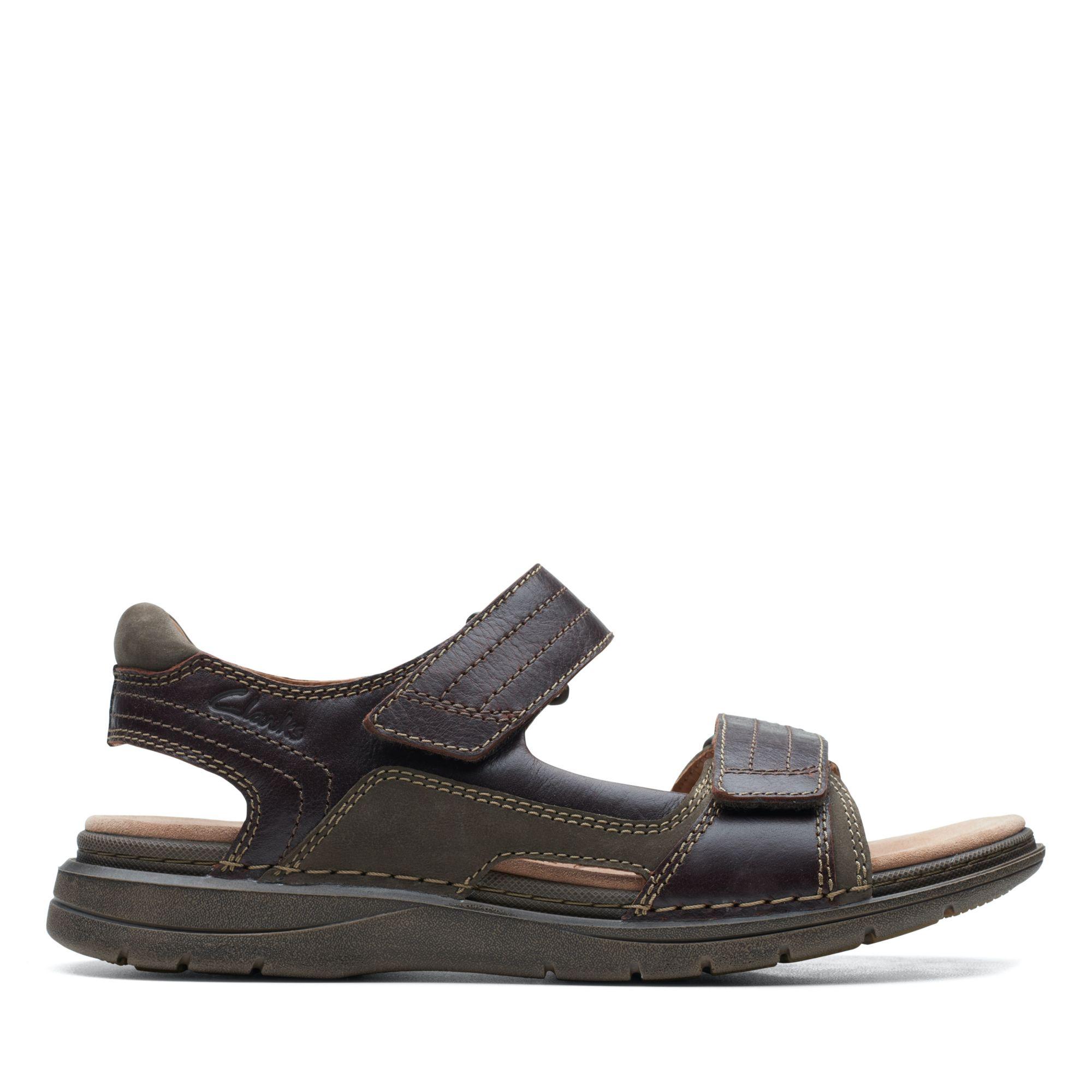 Clarks-UN自然家族-Nature Trek異材質拼接摩鬼氈設計涼鞋(紅褐色)